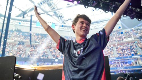 Fortnite gives away $3 million to its first-ever solo world champion, a 16-year-old from Pennsylvania | CNN Business