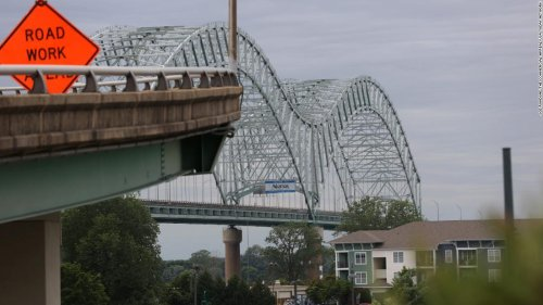 Vital Memphis bridge shut down after officials find structural crack