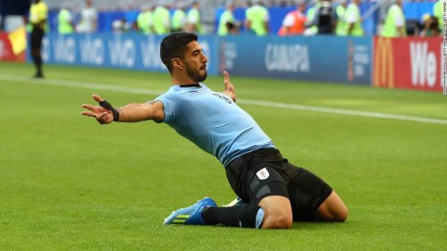 Suarez scores as Uruguay tops Group A