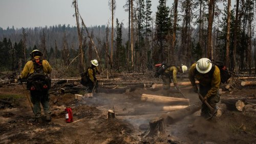 The largest fire in the US continues to defy crews' efforts to tame it. And the weather isn't helping