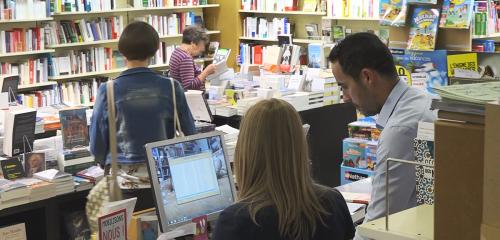 Dans les coulisses d'une librairie-papeterie transformée en Scop