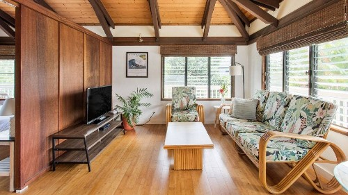 9 Best Airbnbs in Hawaii, From Oceanfront Mansions to Woodsy Cabins