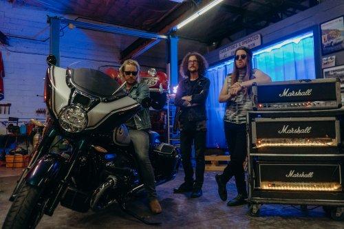"""The Cadillac Three präsentieren neue BMW Motorräder mit """"Get After It"""""""