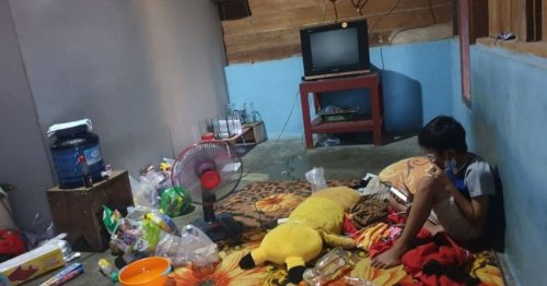10-year-old Indonesian boy alone in quarantine after parents die from COVID-19