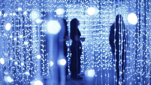 Immersive installation with 8400 LED lights | Collater.al
