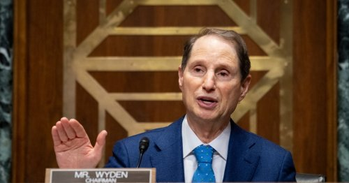Wyden Warns Millions of Poor Families Could Be 'Denied' Child Tax Credit Unless IRS Acts