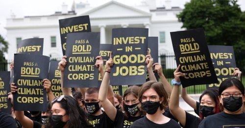 Sunrise Movement Warns of 'Betrayal' as Pelosi Bends Toward Corporate Democrats