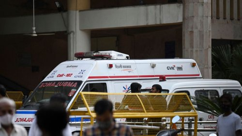 3 Dead in Indian Courtroom After Murder Defendant Killed by Gunmen Disguised as Lawyers