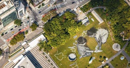 À New York, une fresque géante de Street Art installée devant l'ONU célèbre la paix   Connaissance des Arts