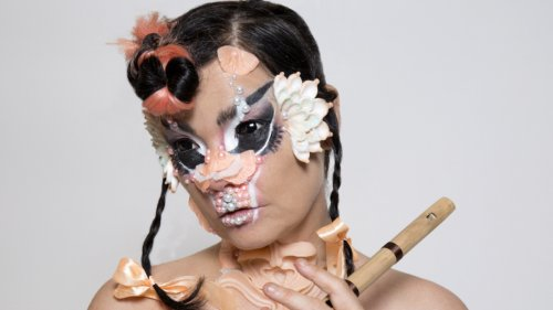 Björk is making a living room club album