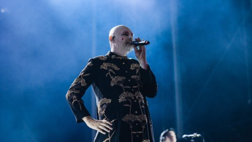 """Smashing Pumpkins perform Siamese Dream's """"Quiet"""" for first time in 27 years: Watch"""