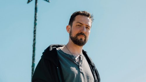"Frank Turner teams with Jason Isbell and Muse's Dom Howard for new song ""The Gathering"": Stream"