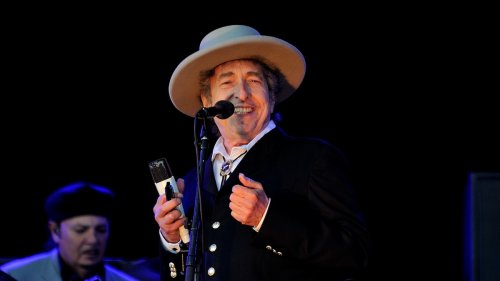"""Bob Dylan relaunches """"Never Ending Tour"""" with dates planned through 2024"""