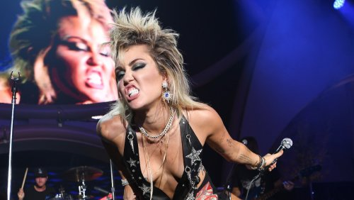 Miley Cyrus covers Temple of the Dog and Pixies at Lollapalooza: Watch
