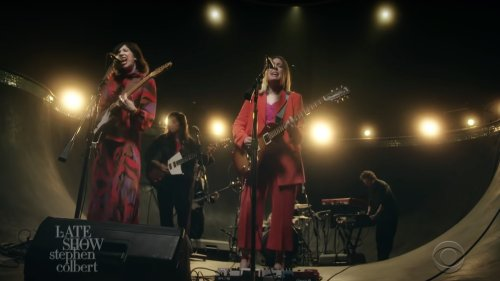 """Sleater-Kinney perform """"Worry with You"""" in a swimming pool on Colbert: Watch"""