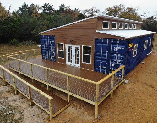 Wonderful Veranda Shipping Container House – USA