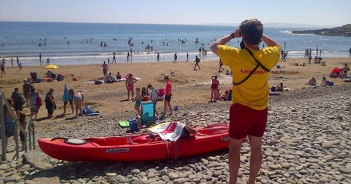 Gardai forced to turn people away as crowds flock to Cork's beaches