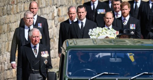 Prince Charles 'desperate' to reconcile with Prince Harry
