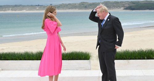 Boris Johnson and Carrie giggle during 'confusing' G7 beach moment