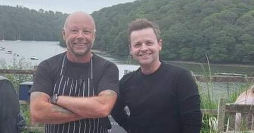 Declan Donnelly enjoys a meal at popular Cornish pub