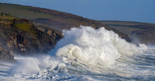 Giant 18-foot sea swell to hit Cornwall this week