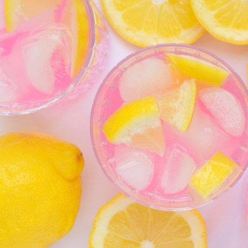 Das passiert mit deinem Körper, wenn du jeden Morgen ein Glas Zitronenwasser trinkst
