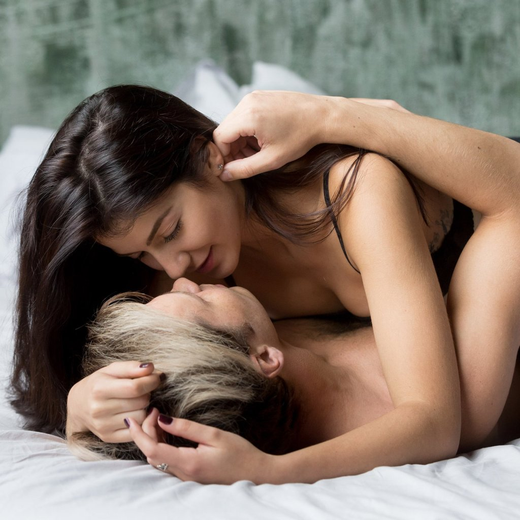 Den tisch auf sex Ehefrau zuerst