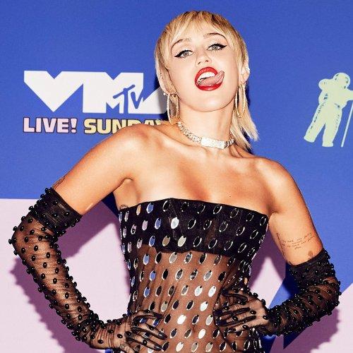 Nacktfoto! Miley Cyrus lässt die Hüllen fallen