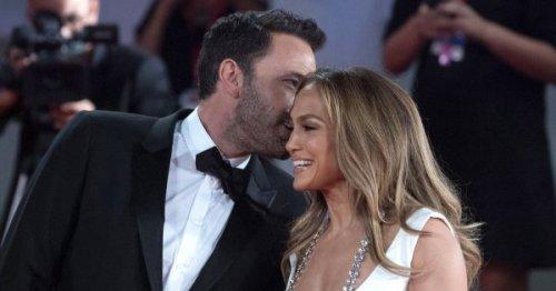 Ben Affleck couvre Jennifer Lopez de compliments en interview