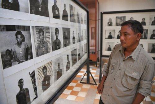 Indignation. Un photographe détourne des clichés de victimes de la prison S-21 des Khmers rouges