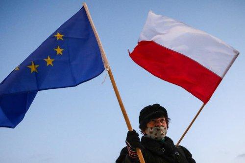 """Polexit. Rester ou non dans l'UE, la Pologne """"à la croisée des chemins"""""""