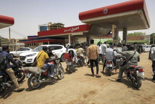 Austérité. Au Soudan, le prix de l'essence augmente et les poches du peuple se vident