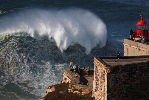 Sport. Au Portugal, ils domptent la houle de Nazaré de père en fils