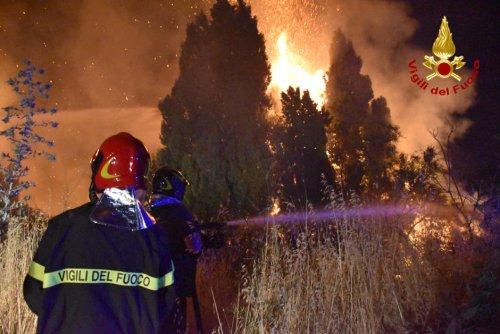 Italie. Mais qui brûle la Sicile?
