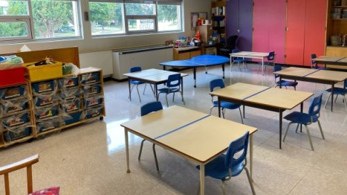 Number of active cases asscoiated with Ontario's schools drops to lowest level in a month