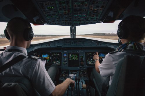5 Myths About Flying Everyone Believes (Thanks to Movies)