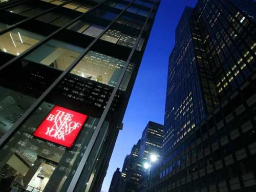 Boxed in by low interest rates, BNY Mellon waives fees to keep customers