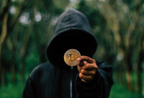 Hungarian Bitcoiners erect statue of Bitcoin creator Satoshi Nakamoto | Cryptopolitan