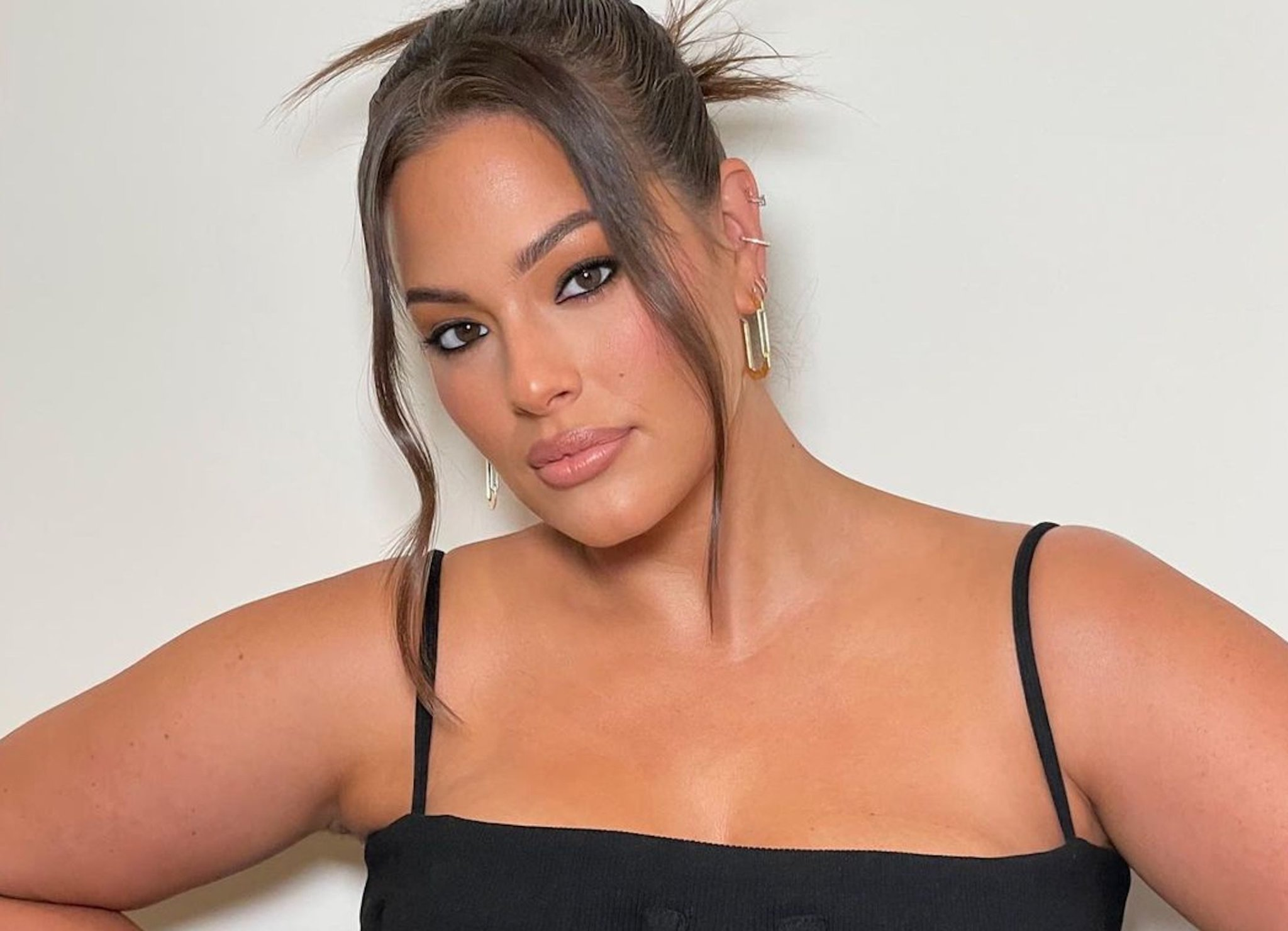 Ashley Graham Opens Up About Her 'Traumatic' Postpartum Aftereffect