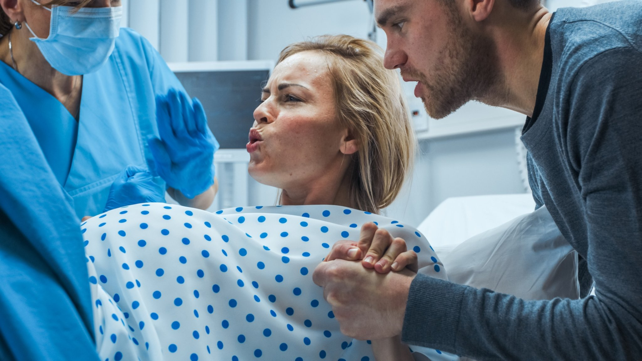 Dad Who Can't Handle Stress of Being in Delivery Room Expects Laboring Wife To Comfort Him