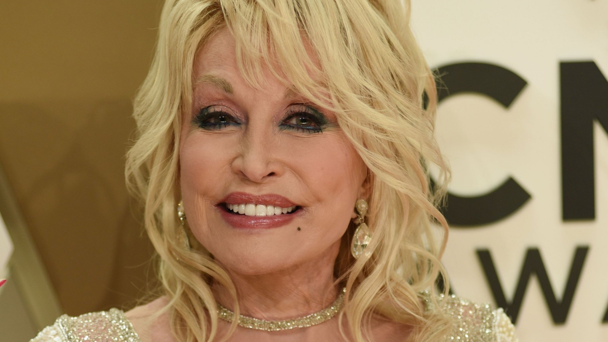 Dolly Parton Graciously Declines Statue In Her Honor For The Best Reason