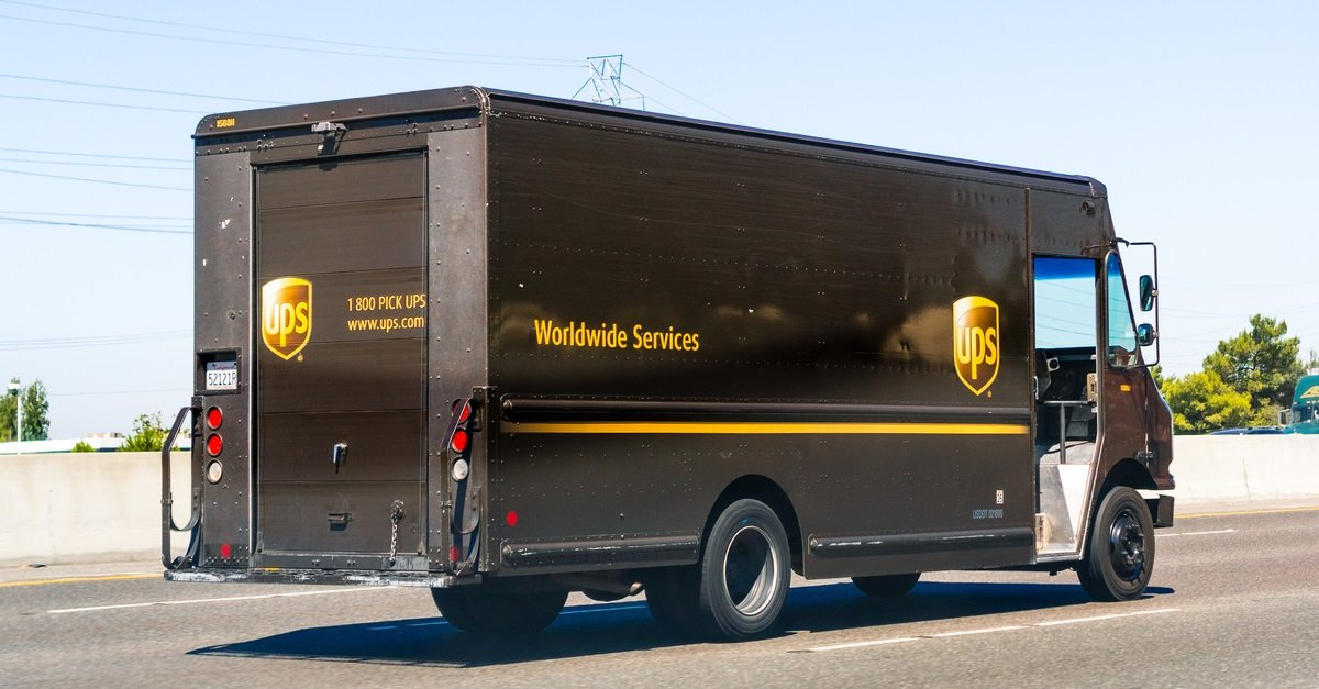 UPS Driver Skillfully Delivers His Own Son On The Side Of A Tennessee Highway
