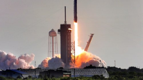SpaceX looks to expand internet service with more than 700 Starlink satellites