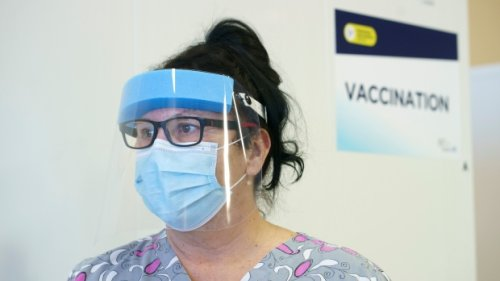 Laval may be short up to 800 health-care workers due to mandatory COVID-19 vaccination order