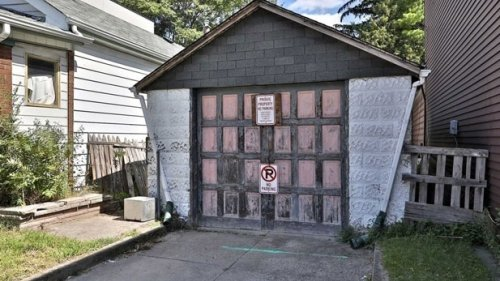 Listing for dilapidated Toronto garage goes viral: is it really worth $600K?