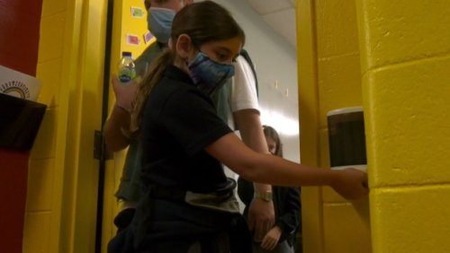 Parents, teachers say COVID-19 will 'run rampant' in Alberta schools after pandemic policy change