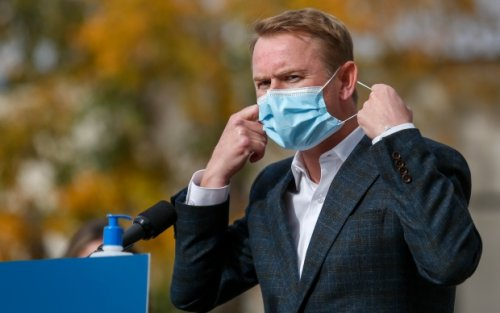 Alberta health minister expected to face questions after COVID-19 policy changes