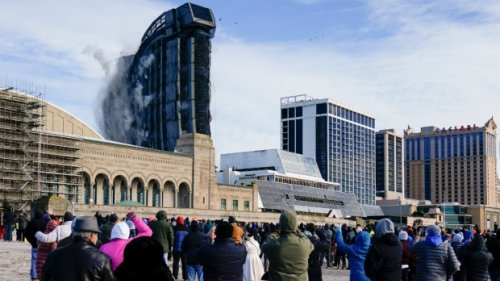 Former Trump casino where stars played goes out with a bang