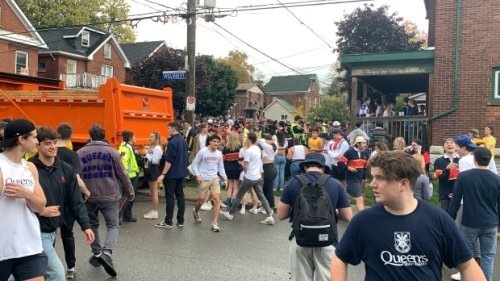 8,000 people pack the University District in Kingston, Ont. to celebrate homecoming weekend at Queen's University