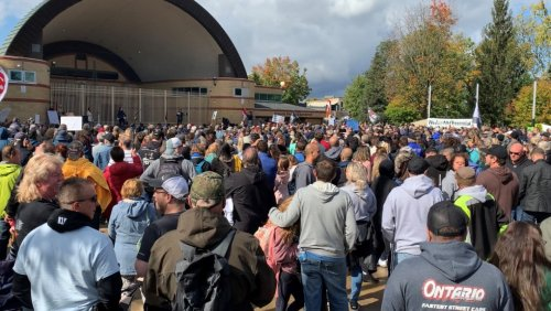 Anti-vaccine mandate rally draws hundreds in London, Ont.